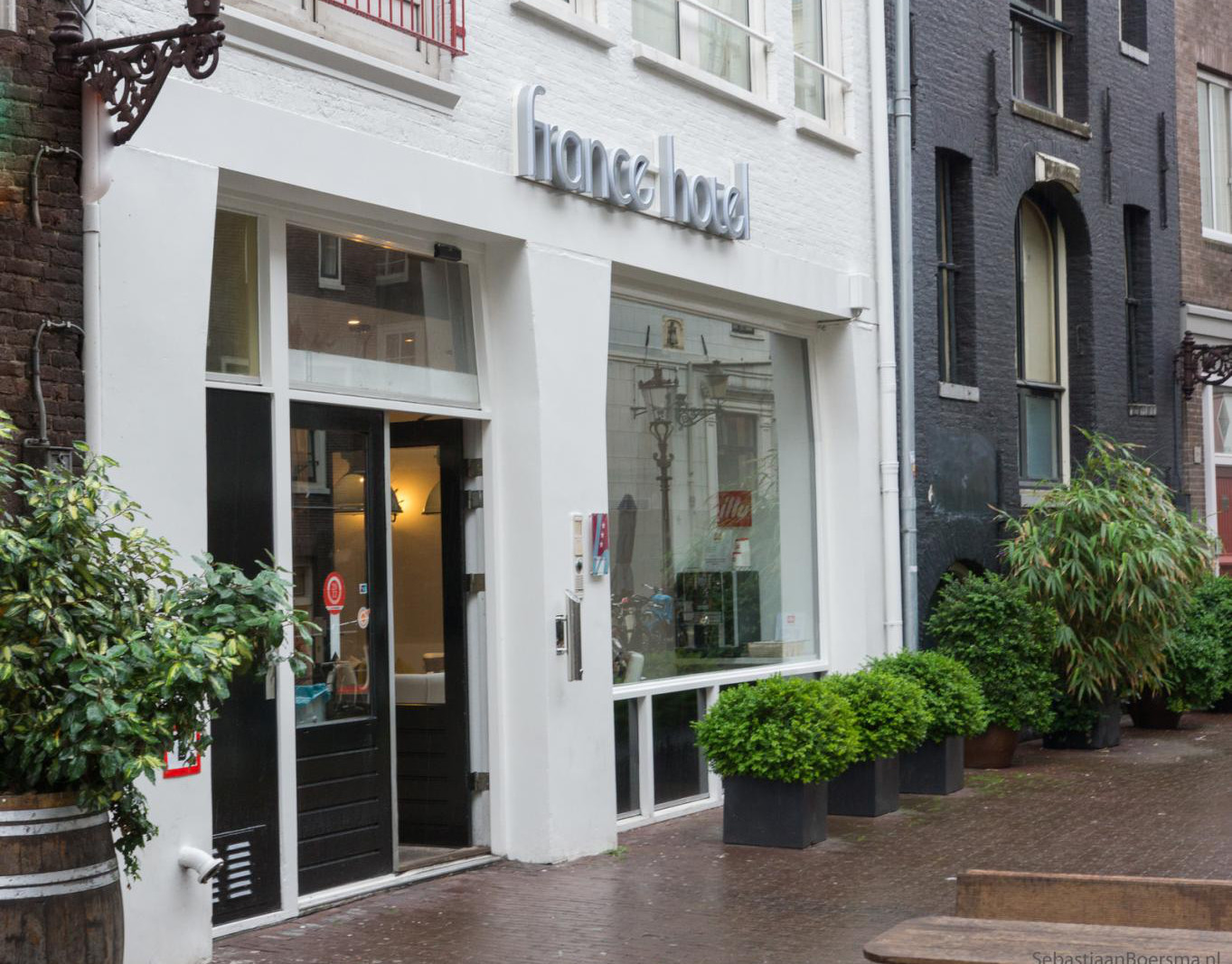 france-hotel-amsterdam-entrence-