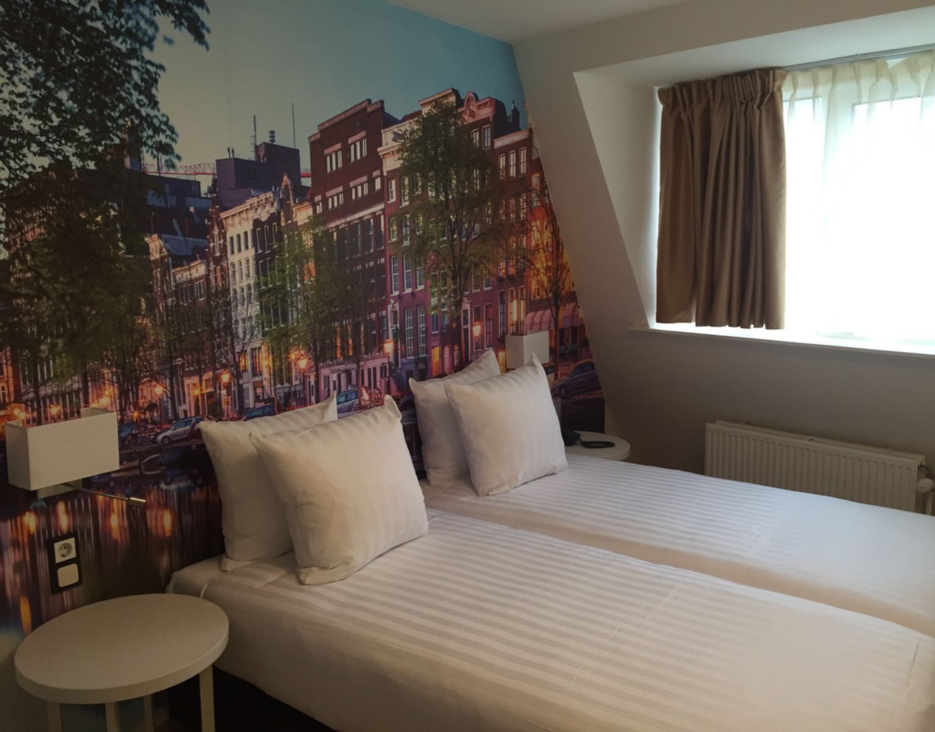 france-hotel-room-